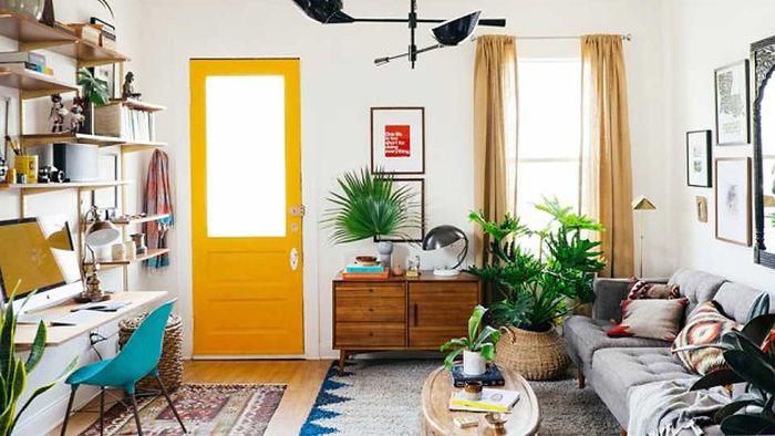 Menyingkirkan benda-benda tidak terpakai, bisa menambah ruang di rumah kamu sehingga menjadi lebih l