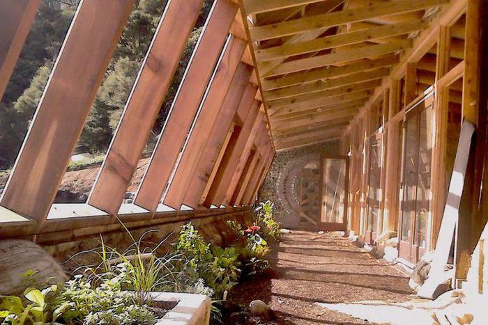 Ramah Lingkungan dan Biaya Terjangkau, Lihat Rumah dari Sampah Ini!