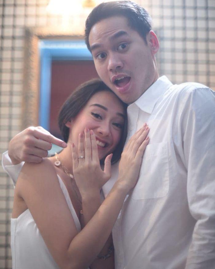 Putra Dewi Yull, Rama Sahetapy, bertunangan dengan Merdianti Octavia, mantan pacar Nino RAN