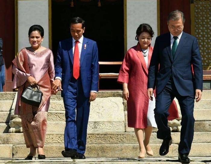 Iriana Jokowi tampil dengan baju kurung