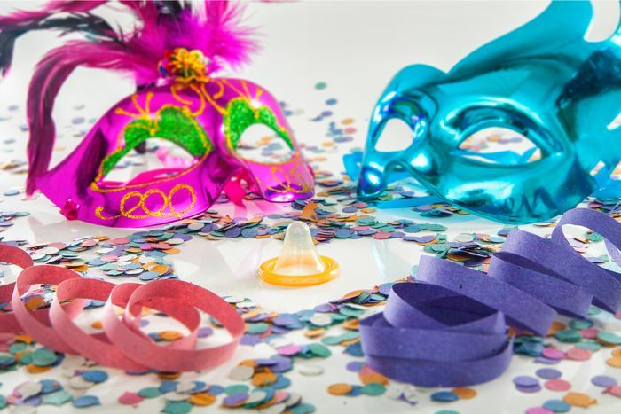 Kondom digunakan sebagai balon dalam acara ulang tahun.