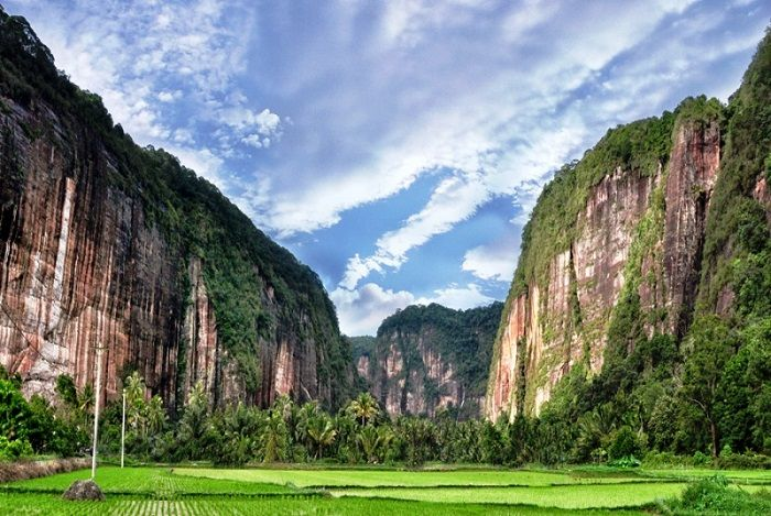 Panjat Tebing di Lembah Harau, Sumatera Barat