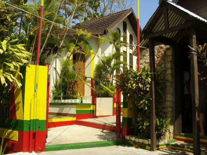 Makam Bob Marley.