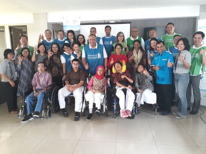 Program Volunteering 'Seeing is Believing' oleh Standard Chartered di Yayasan Pembinaan Anak Cacat J