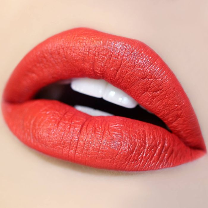 lipstik coral red