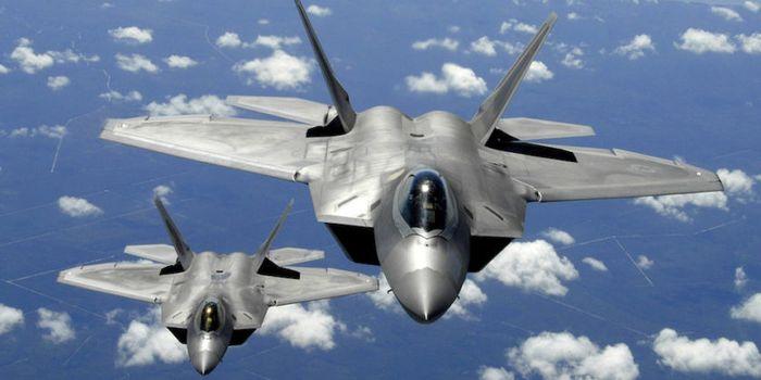 Jet tempur siliman F-22 Raptor.