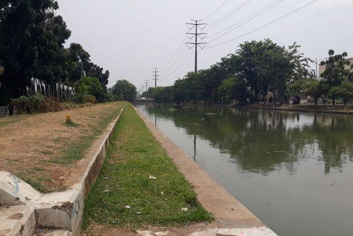 Kalimalang di Kota Bekasi yang direncanakan Gubernur Jawa Barat Ridwan Kamil akan disulap menjadi seperti Sungai Cheonggyecheon, di Seoul, Korea Selatan, Kamis (13/9/2018).