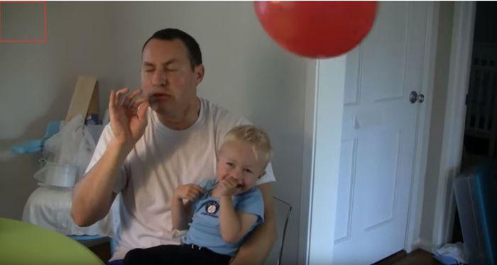 Ketika berumur 2 tahun Micah tertawa melihat balon yang dilepaskan setelah ditiup