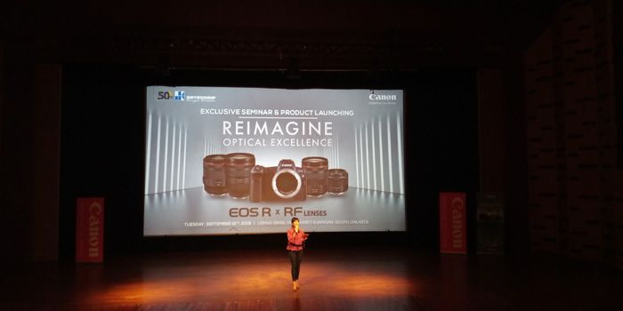 Canon EOS R merevolusi kameranya dengan menggabungkan Full Frame dan Mirrorless.