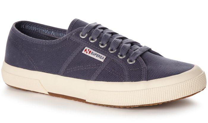 Sepatu dari Itali yang mulai nge-hits setahun kebelakang ini jadi  pesaingnya Converse a2846807b2