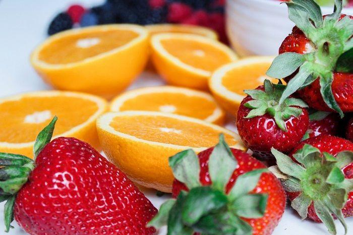 Buah Jeruk dan Strawberry
