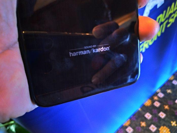 logo Harman Kardon di Advan G3