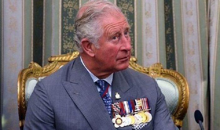 Dibanding ayah, saudara, dan anaknya, Pangeran Charles tak pernah mencicipi medan pertempuran sekali pun.