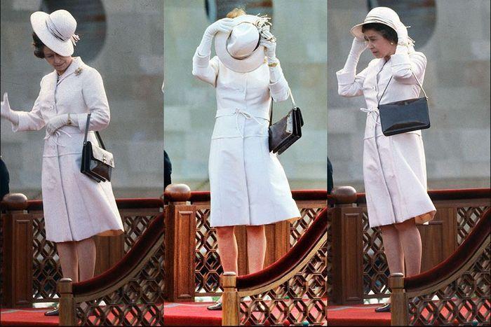 Topi Ratu Elizabeth II hampir terbang ditiup angin