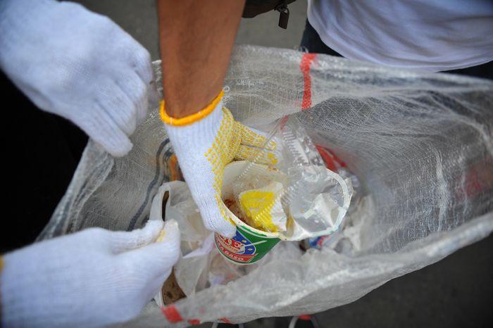 Plastik sekali pakai turut menyumbang pencemaran laut.