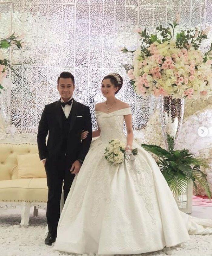 Eza Gionino dan Meiza Aulia menggelar pesta pernikahan tanpa dihadiri oleh ibunda dari Eza.