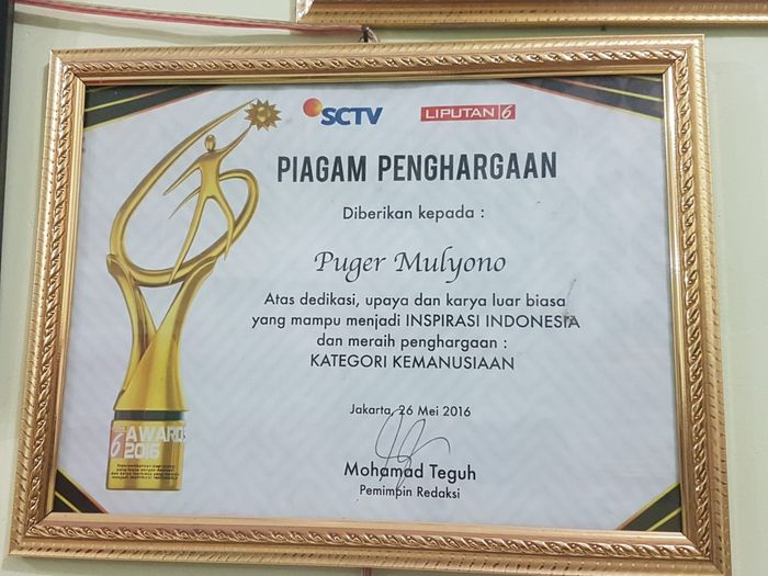 Puger pernah mendapat piagam penghargaan dari SCTV