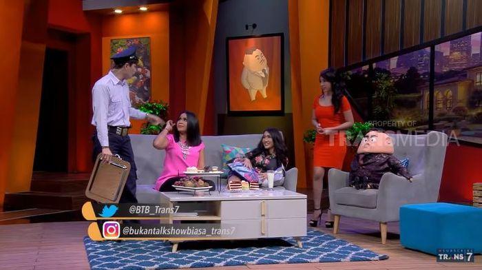 Lucinta Luna saat diundang pada acara televisi Bukan Talkshow Biasa.