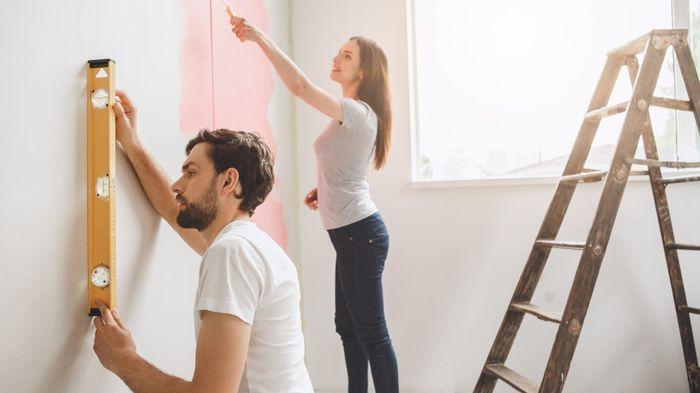 renovasi/ memperbaiki rumah