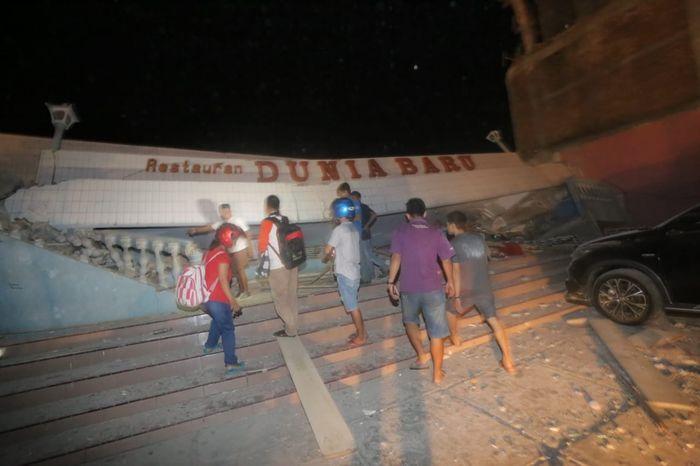 Banyak bangunan runtuh karena gempa dan tsunami di Palu