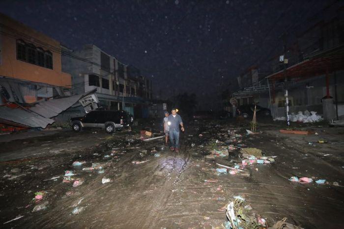 Foto gempa dan tsunami di Palu