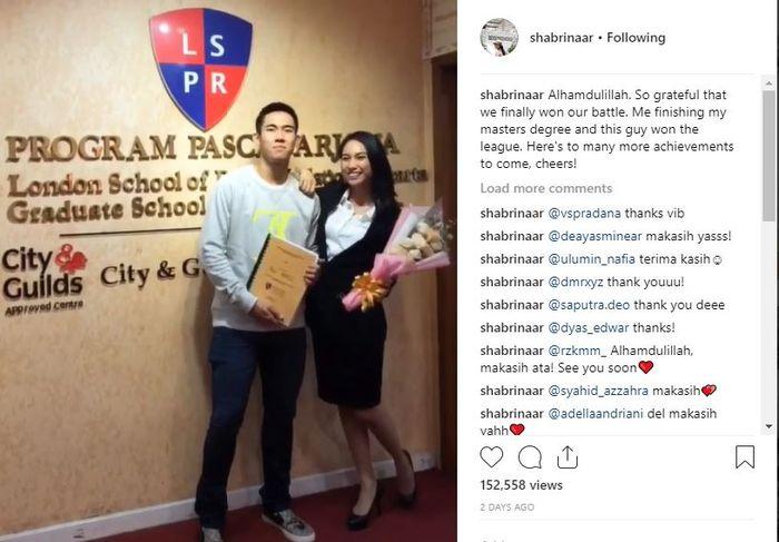 instagram.com/shabrinaar Lulusan S2 dan kini bergelar Master