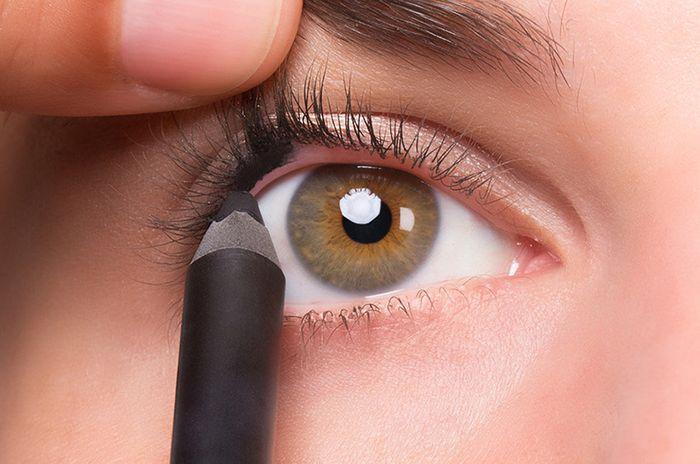 Cara Mudah Memakai Eyeliner Untuk Mata Sipit Cocok Buat Pemula Semua Halaman Stylo