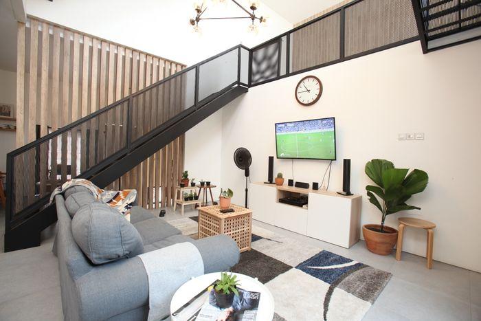 Inpirasi desain berupa konsep split level membuat rumah terasa lapang
