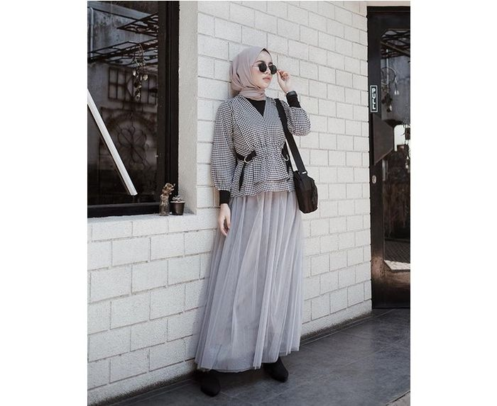 Outfit Hijab Abu-Abu
