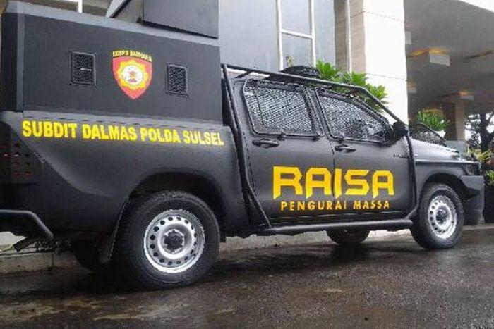 Mobil pengurai massa (RAISA) milik kepolisian Indonesia.