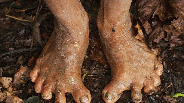 kaki dari suku Huaorani