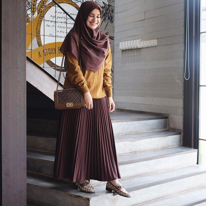 Inspirasi Style Baju Hijab Santai Berwarna Earthy Ala Shireen Sungkar Semua Halaman Stylo