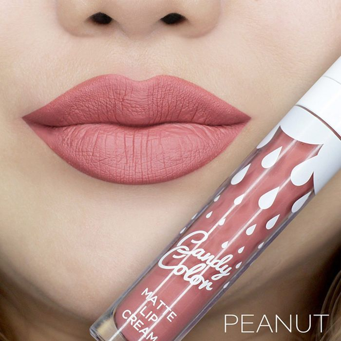 Lipstik nude dari Candy Color Matte Lip Cream – Peanut