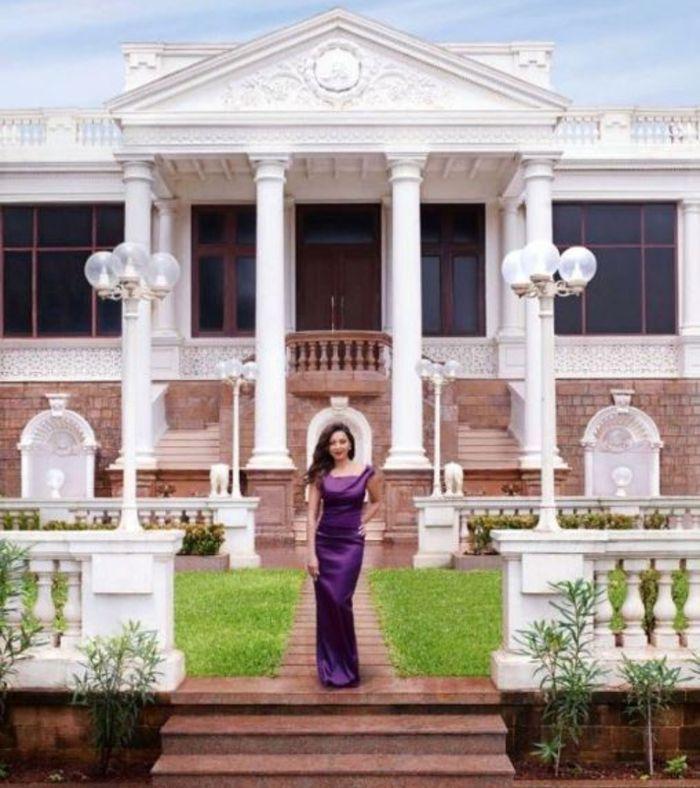 Penampakan halaman rumah Shah Rukh Khan