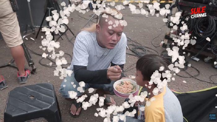 Suapi Anak Sarapan di Lokasi Syuting, Begini Kehidupan Sule Sekarang Menduda Tanpa Lina
