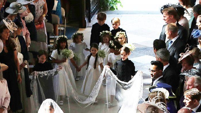 Momen saat Putri Charlotte dan Pangeran George menjadi pengiring pengantin