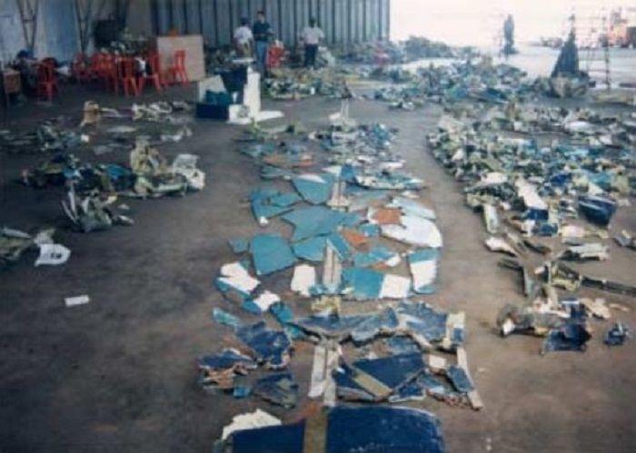 kepingan pesawat Silk Air yang ditemukan di Sungai Musi