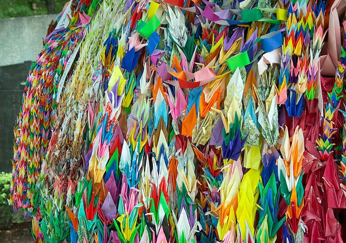 Bangau kertas di Monumen Perdamaian Hiroshima