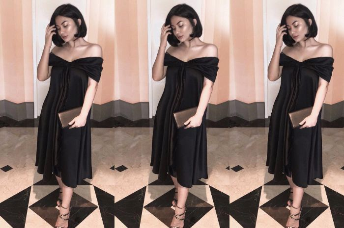Ariel Tatum mengenakan off shoulder dress hitam berpotongan midi