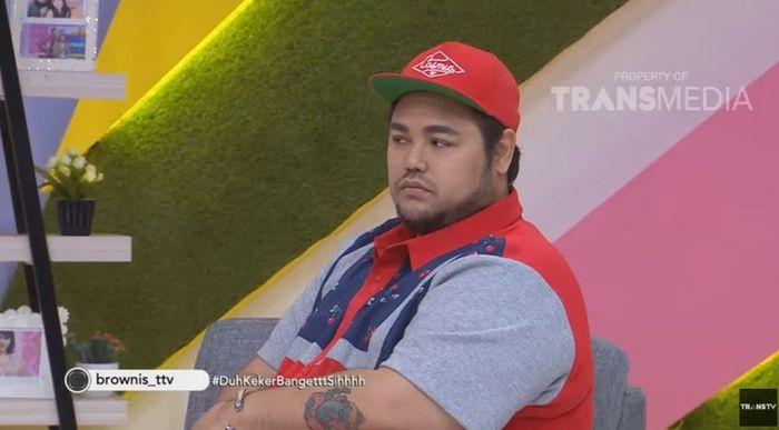 Ivan Gunawan cemburu dan kesal melihat Ayu Ting Ting diajak pacaran dengan Mario Lawalata