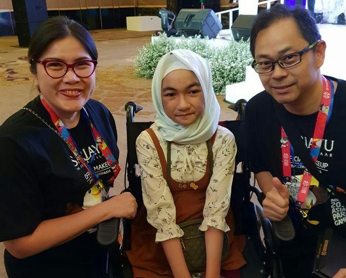 Sameul Pranata, Marketeer Martha Tilaar Group ketika memberikan dukungan kepada atlet disabilitas di ajang Asian Para Games 2018, Bulan Kurnia