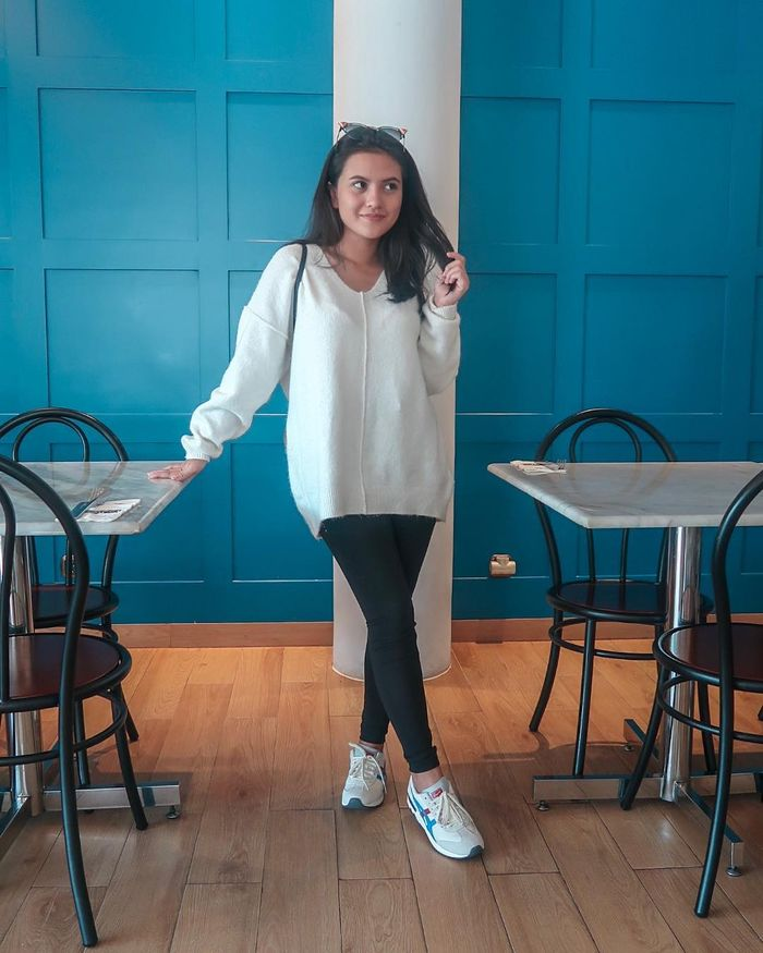 Fashion hitam putih ala Marsha Aruan