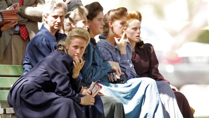 Pakaian yang dikenakan perempuan di sekte poligami