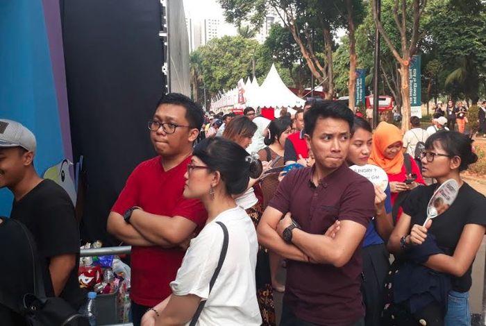 Antrian pengunjung di depan Megastore demi membeli merchendise Asian Para Games 2018.