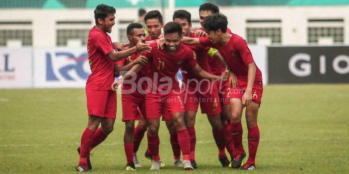 Pemain timnas u-19 Indonesia, Saddil Ramdani, merayakan gol pada laga uji coba kontra Arab Saudi ber
