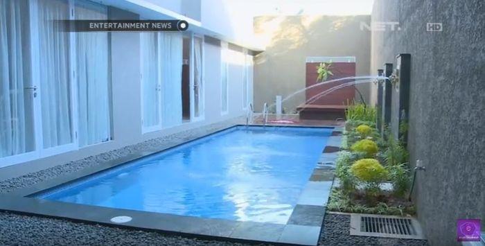 Penampakan asri kolam renang kediaman Ruben Onsu