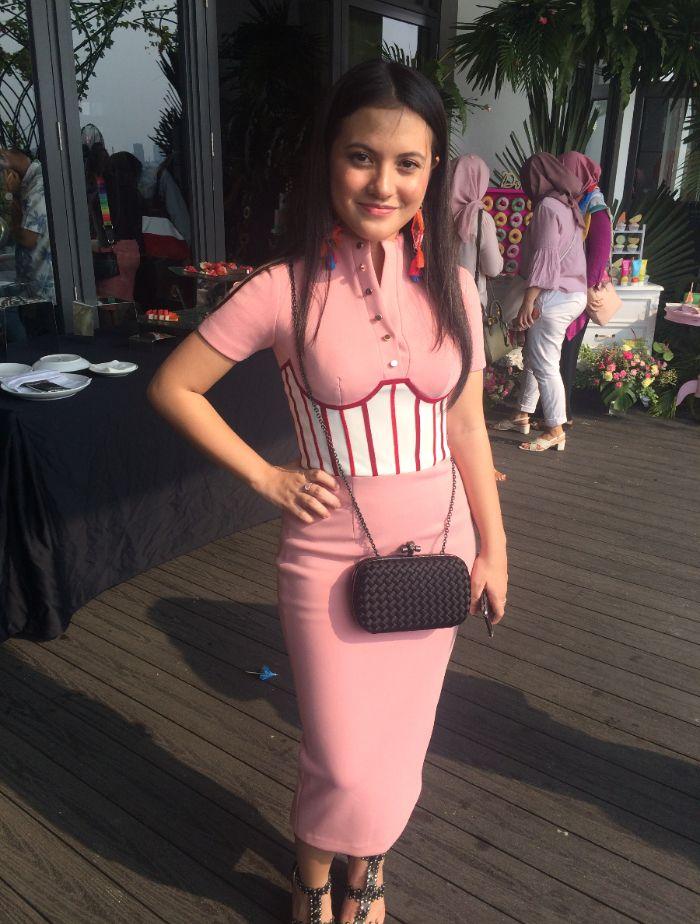 Yuk Intip Manisnya 7 Padu Padan Outfit Pink Ala Marsha Aruan