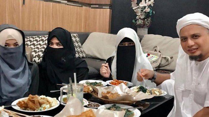 Ustaz Arifin dan ketiga istrinya