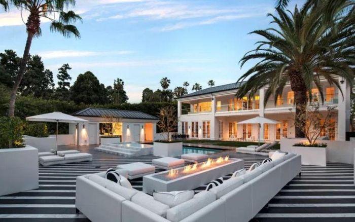 Rumah Floyd Mayweather di Beverly Hills
