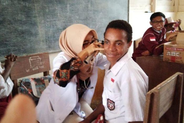 Dokter Amalia di pedalaman Papua.